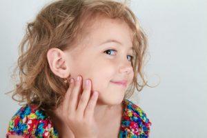 سن مناسب سوراخ کردن گوش کودک