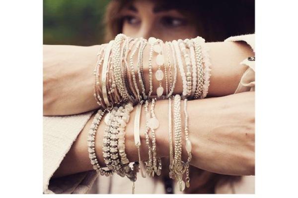آموزش ست کردن چند دستبند با لباس