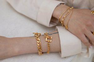 ست کردن دستبند طلا با لباس