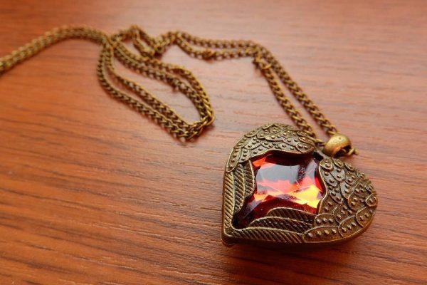 نگهداری جواهرات برنزی