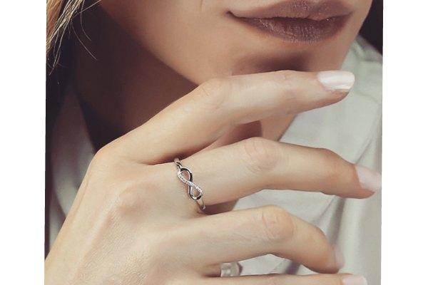 معنای نماد بی نهایت در جواهرات