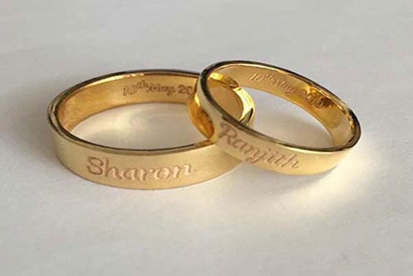 حکاکی طلا با لیزر روی حلقه ازدواج