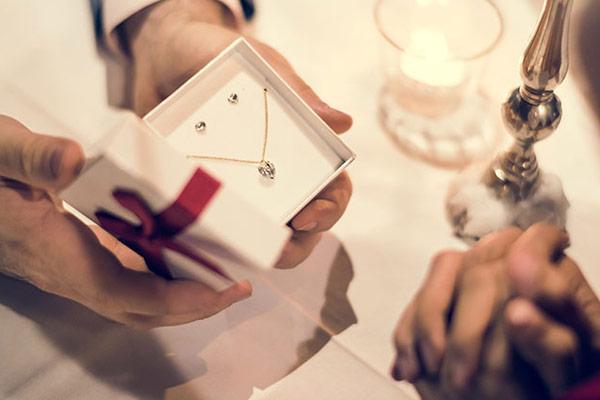 طلا هدیه برای ولنتاین