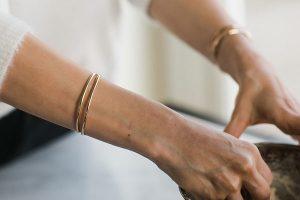 دستبند را بهتر است به کدام دست ببندیم؟